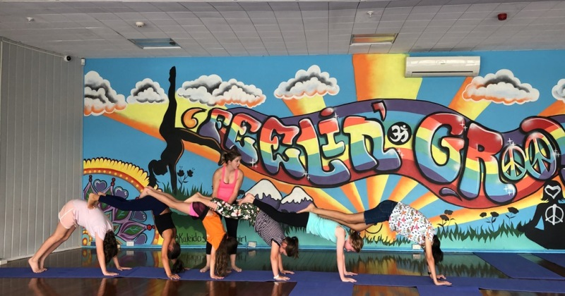 flying-yogis-kids-hero